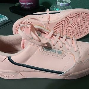 Youth girls size 5Y shoes